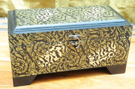 inlays: A replica of an antique jewelery box, made of wood with copper inlays.