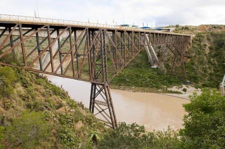 puenting: El famoso r�o Gouritz puente puenting en Sud�frica. Foto de archivo