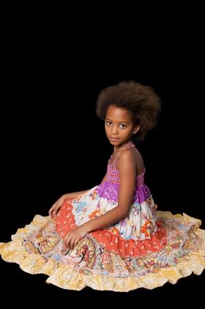 little models: Una magn�fico 7 a�os viejos africanos ni�a en el estudio. Fondo negro.