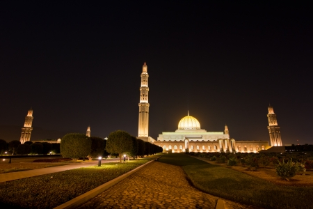 muscat: Night shot of the Sultan Qaboos Grand Mosque in Muscat, Oman  Stock Photo