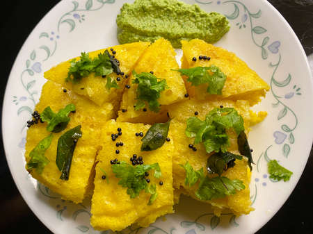 home cooked Indian snack Khaman Dhokla served with mint chutney Stock Photo