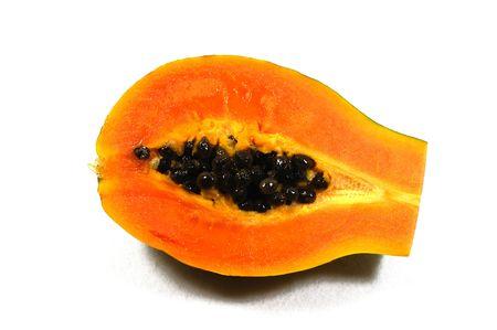pips: een uitsnijderij papaja met haar zwarte pitten