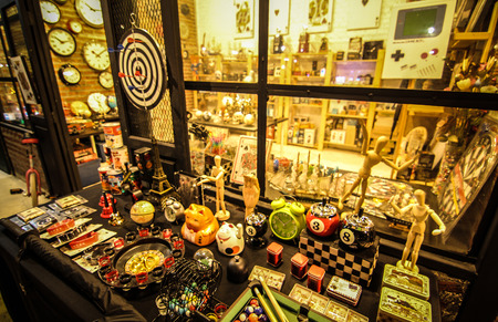 toy shop: Retro negozio di giocattoli Editoriali