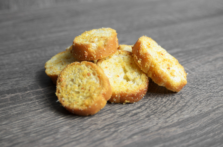 buttered: Toast in small rounded pieces. Toasts roasted with butter.