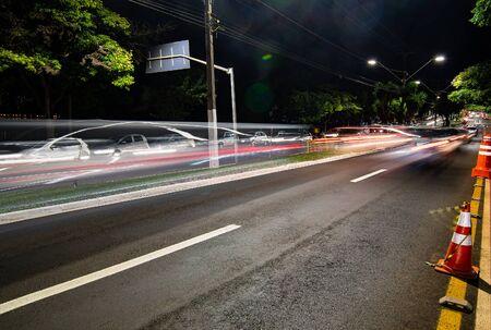 Car traffic at the Higienopolis avenue - Londrina PR Brazil. Photo at night. 版權商用圖片
