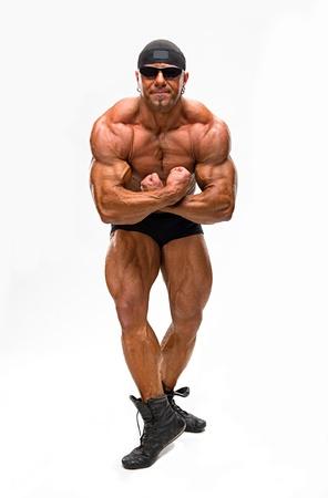 Bodybuilder poseren op een witte achtergrond Stockfoto