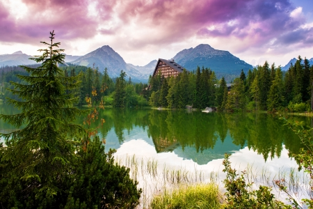 Beautiful mountain lake Strbske pleso, High Tatras, Slovakia 免版税图像