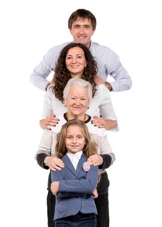 Rij van de familie kijken naar de camera in de lijn op een witte achtergrond