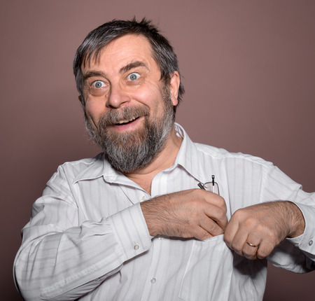 Surprised happy man on a brown  background 免版税图像