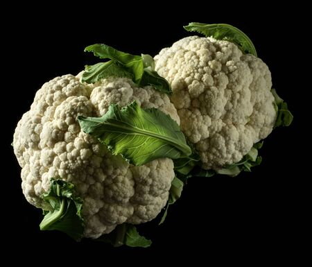 Fresh organic cauliflowers on a black background Imagens