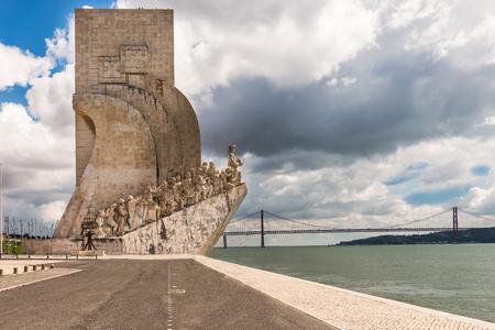 descubridor: Belem, Lisboa, Portugal, 21 de Abril de 2014: Monumento a los descubrimientos (Padrao dos Descobrimentos), Lisboa, Portugal Editorial