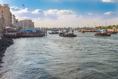 bur dubai: Dubai, United Arab Emirates - December 2, 2014 : Traditional Abra (water taxi) crossing the Dubai Creek between Deira and Bur Dubai Editorial