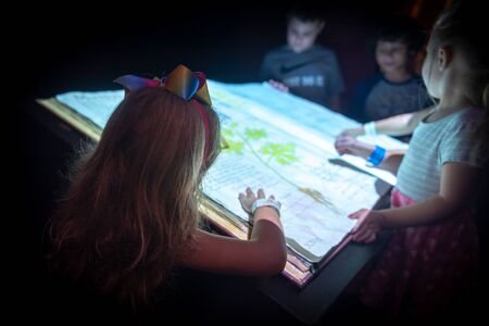 Miami, USA - jun 10, 2018: Kids and big book at Patricia and Philips science Museum Redakční