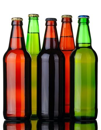 schwarzbier: Flaschen Lager und dunkles Bier von Braun und gr�n Glas, isolated on a white Background.