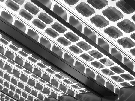 Solarzellen auf Glas-Dach Lizenzfreie Bilder