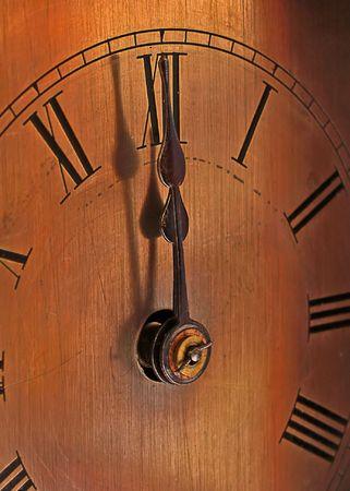 casi: Las manos de la cosecha de reloj casi a la medianoche