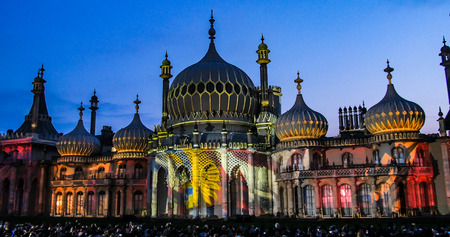indo: View of the Brighton pavilion at night