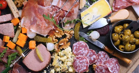 charcutería: Top down view of a platter of cured meat (charcuterie), ham, salami, pate and cheese