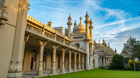 indo: View of the Brighton Royal pavillon, built for King George IV in indo-saracenic style