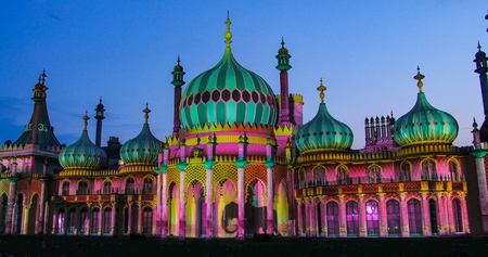 indo: View of the Brighton pavilion floodlit at night