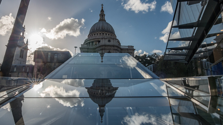 St Paul cathedral in London with clouds reflected in a mirror Foto de archivo