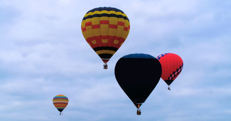 Colorful hot air baloons flying Imagens