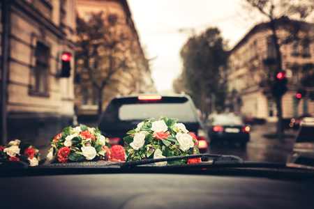 bouqet: Wedding flower bouqet decorations on the car