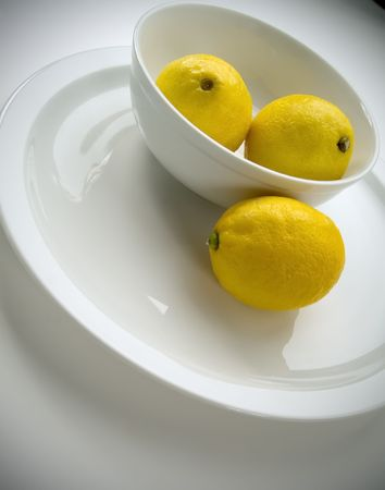 tilted view: 3 lemons in a bowl, tilted view