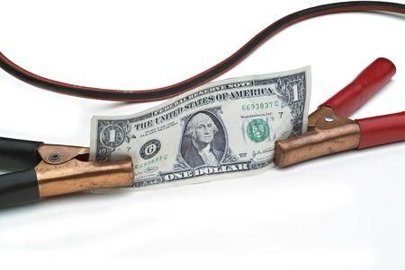 Booster cables adjunto a un d�lar de EE.UU. para describir el concepto de poner en marcha o impulsar la econom�a o en d�lares