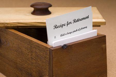 Een concept van een recept voor het pensioen op een recept kaart in een houten doos recept Stockfoto