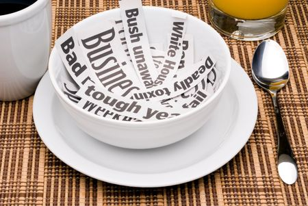 朝食の朝のニュースの見出しを食べる