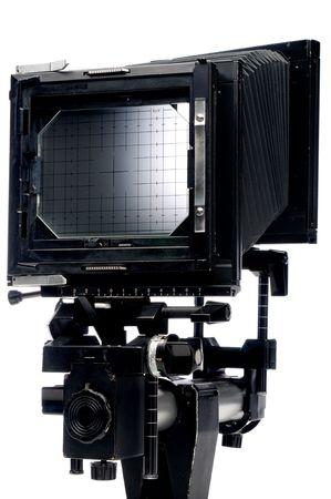 vetical: Una vista vertical de la parte de atr�s de una gran c�mara de formato 4x5 en blanco Foto de archivo