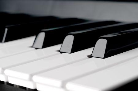 얕은 초점을 가로 피아노 키보드 키를 닫습니다. 스톡 콘텐츠