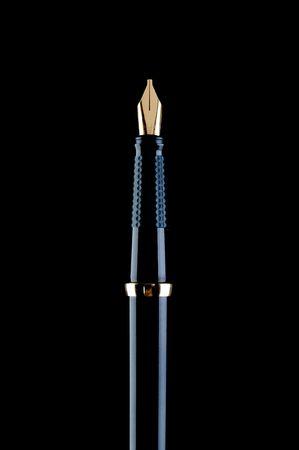 ブラックでブラック万年筆の垂直方向の画像