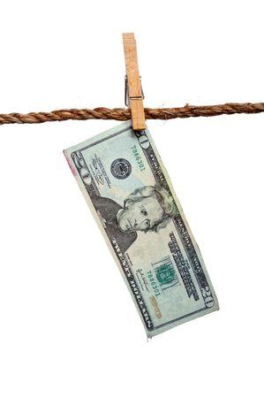money laundering: Un sgocciolatura 20 dollaro fattura su un clothesline: concetto di riciclaggio di denaro