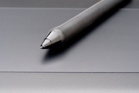 Horizontal shallow focus close up of a stylus on a computer tablet