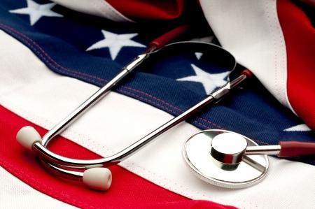 Ein Stethoskop auf eine amerikanische Flagge: Health Care Aussprache