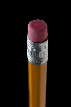블랙에 연필 지우개의 얕은 초점 매크로