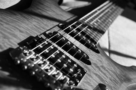 tremolo: Bianco e nero chitarra elettrica