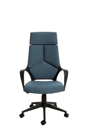 Vorderansicht eines modernen Bürostuhls aus schwarzem Kunststoff, bezogen mit pastellfarbenem dunkelblau-grünem Textil. Isoliert auf weißem Hintergrund.
