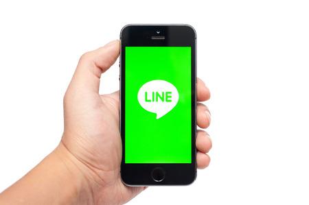 telegrama: Pavlograd, Ucrania- 25 de octubre 2014: LINE es una aplicación de comunicación que le permite hacer llamadas de voz gratuitas y enviar mensajes gratis Editorial