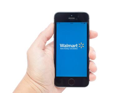 walmart: Pavlograd, Ucrania - 31 de octubre 2014: Walmart es el minorista con sede en EE.UU., que gestiona el mundo Editorial