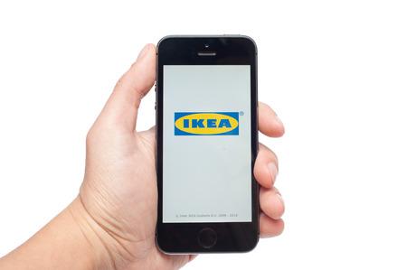 telegrama: Pavlograd, Ucrania - 31 de octubre 2014: IKEA es un grupo multinacional de empresas que diseña y vende productos listos para ensamblar muebles (tales como camas, sillas y escritorios), aparatos y accesorios para el hogar. Editorial