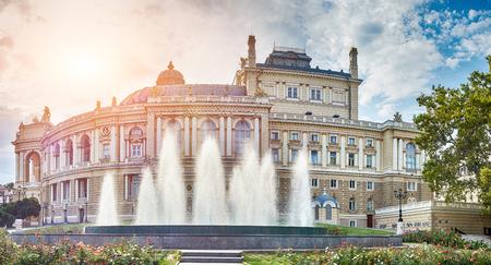 Panoramisch uitzicht op Opera en Ballet Theater in Odessa, Oekraïne. Stockfoto