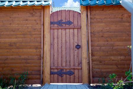 木製の壁と門 写真素材
