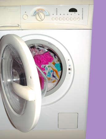汚れた服を洗濯機