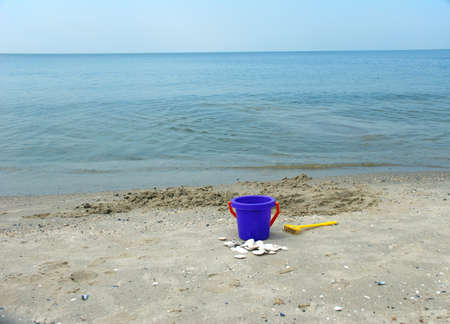 シェルと海岸にグッズ バケツ 写真素材