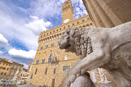 medici: Medici lion, an marble sculpture of lion, Florence, Italy
