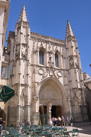 avignon: Saint Peter Church in Avignon