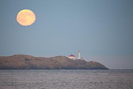 color in: Salida de luna  Foto de archivo
